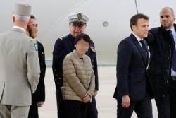 피랍자 직접 맞이한 마크롱…프랑스군은 '부글부글'
