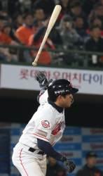롯데 전준우 역전 결승타, 8-4로 LG 누르고 3연승