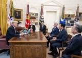 [사진] 트럼프, 백악관서 신동빈 면담