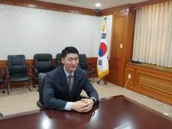 """'묻지마 폭행' 당한 여대생 구한 총리 경호원 """"몸이 움직였다"""""""