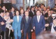 """문 대통령 """"여·야·정 협의체 재가동 뒤, 5당 대표 회동"""""""