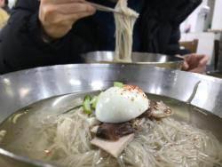 """[e글중심] """"냉면 애호가만 호갱?""""…한 그릇에 1만4000원!!"""