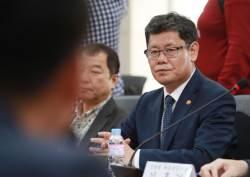 남북관계 시동거는 정부…개성공단 기업인 방북·800만달러 공여 전격 발표