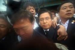 시민들 거센 반발 뚫고 5·18 기념식 참석한 황교안