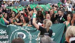 [포토]칸 레드카펫에서 펼쳐진 'Pro-choice' 행진