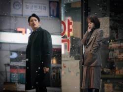 '봄밤' 오기 전 눈보라 속 한지민·정해인
