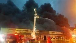 구미 국가산단 전자부품공장서 불…인근 6개 건물 옮겨붙어