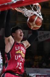 김종규 원주 DB행 '프로농구 최초 몸값 10억원 돌파'
