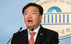 """한국당 """"'박쥐' 민주당, 차라리 '퀴어 당'으로 커밍아웃하라"""""""