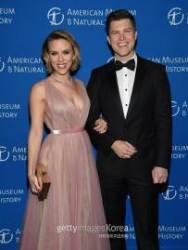 [할리우드IS] 스칼렛 요한슨 'SNL' 작가와 2년 열애 끝 '약혼'