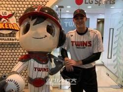 [IS 인터뷰] LG 윌슨, 야구도·인성도·한글도 완벽