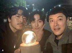 """""""구슬 들고 찰칵""""..이시언·안효섭·김성범, '어비스' 본방사수 독려"""