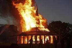 [서소문사진관]'파괴 아닌 치유' 불타는 미국 총격 사건 추모 시설