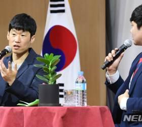 """근황 전한 <!HS>박지성<!HE> """"방송 출연? 안정환처럼 잘할 자신 없어"""""""