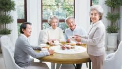 [<!HS>라이프<!HE> <!HS>트렌드<!HE>] 보험료 낮추고, 보장폭 넓혀 노후 의료·생활자금 부담 줄인다