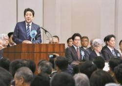 [사진] 아베, 납북 일본인 가족 모임 참석