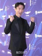 [단독]김병철, '쌉니다 천리마마트'로 생애 첫 주인공