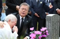 """""""나도 서울역에 있었다, 그래서 광주에 빚""""···文의 5·18 기억"""