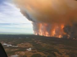 [사진] 캐나다 대형<!HS>산불<!HE> 수만 명 대피 … 비상사태 선포
