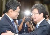 바른정당계가 목소리 내면 '보수'가 커지는데, 한국당은 왜 불안해 하나