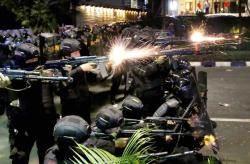 [서소문사진관]소요 사태로 번진 인도네시아 대통령 선거 6명 숨지고 200여명 부상