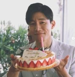 '악인전' 김무열, 프랑스 칸에서 생일 맞았다···부드러운 미소