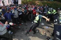 """'경찰 폭행' 민주노총 조합원 1명 구속영장...""""예외없이 사법처리"""""""