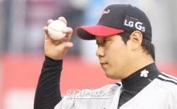 LG 류제국, 롯데전 5이닝 3실점...시즌 첫 승 요건