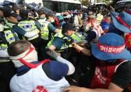 [무시받는 경찰 공권력] 법정난동 구속시킨 판사들···경찰폭행은 기각 오락가락