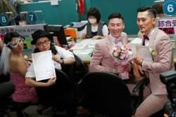 대만, 동성혼 법제화 첫날 526쌍 '동성부부' 결혼 등기 마쳐