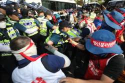 '집회서 경찰 폭행' 혐의 민주노총 조합원 구속영장 기각