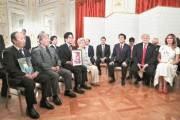 [사진] 일본 납북자 가족 만난 트럼프