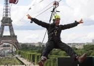 [서소문사진관] 에펠탑에서 집라인을, 시속 90km 짜릿한 경험