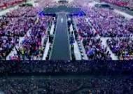 [서소문사진관]'보헤미안 랩소디' 무대 선 BTS, 6만명 한국어 떼창