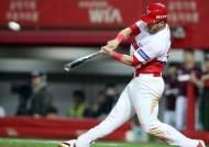 KIA 터커, 역전 2점 홈런…연타석+3경기 연속 홈런
