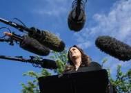 """'길바닥 브리핑'하는 美백악관…""""언론 약화시키려는 전략"""""""