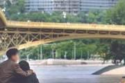 [사진] 다뉴브강 애타는 가족