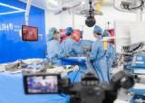 """""""폐동맥 자릅니다""""···유튜브로 실시간 중계된 폐암 <!HS>수술<!HE>"""