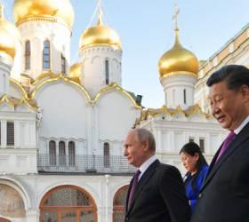 [서소문사진관]시진핑과 <!HS>푸틴<!HE>, 트럼프 보란 듯 러시아에서 생산된 중국 차에 서명
