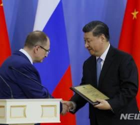 트럼프 보란 듯 '동창' 외교 과시한 시진핑과 <!HS>푸틴<!HE>