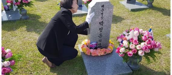 """[밀착마크] 전희경 """"김원봉이 국군 뿌리? 대통령 선 넘었다"""""""