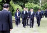 [포토사오정]황교안의 마이웨이, 의장·당 대표 모임 초월회 불참