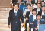 """이주열 """"경제 변화에 적절히 대응"""" 금리인하 깜빡이 켰다"""