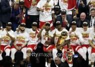 토론토, 골든스테이트 꺾고 창단 첫 NBA 우승