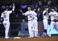 '벨린저 2홈런' 다저스, CHC전 1차전 기선 제압
