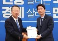 """박용만의 11번째 국회 호소,""""기업·국민 골병…정치도 책임서 자유롭지 않아"""""""