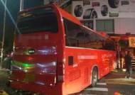 """통근버스·화물차 충돌, 2명 사망·32명 부상… 경찰 """"화물차 신호위반"""""""
