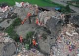 [서소문사진관] 쓰촨 성에 또 6.0 지진, 200여명 사상