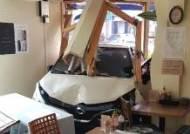 제주 서귀포서 소형 SUV 식당으로 돌진…운전자 부상