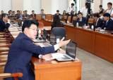 [포토사오정] 정개특위, 끝까지 자리 지킨 <!HS>한국당<!HE> 장제원